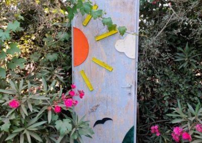 La porta con il sole della fattoria Asino chi legge