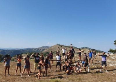 foto di gruppo post allenamento di Agrisport sulla cima del monte Guadagnolo